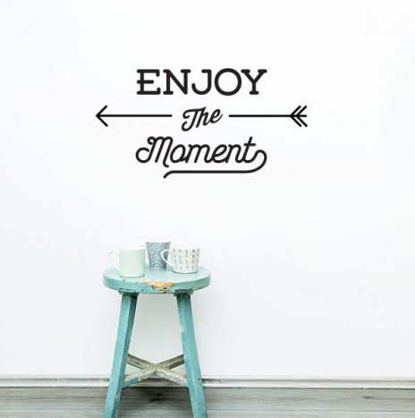 Enjoy the moment מדבקת קיר